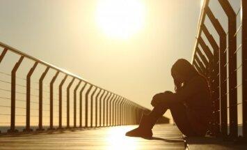 No žiletes grieziena līdz pašnāvībai – kā cīnīties ar bērnus apdraudošo spēli