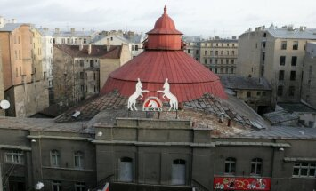 Rīgas cirka ēkas bijušās īpašnieces vērsušās tiesā, apstrīdot piešķirto kompensāciju