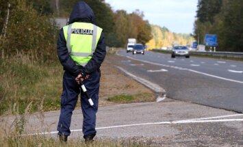 Ceļu policistus rotēs un aizliegs makā turēt vairāk par 30 eiro