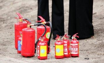 Studentu kopmītnēs Rīgā atklāj bezatbildīgus ugunsdrošības pārkāpumus, vēsta LNT