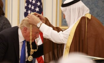 ASV un Saūda Arābija vienojas par bruņojuma darījumiem nepilnu 100 miljardu eiro vērtībā