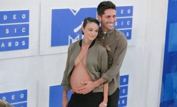 Foto: Pikants veids, kā atrādīt grūtnieces vēderiņu