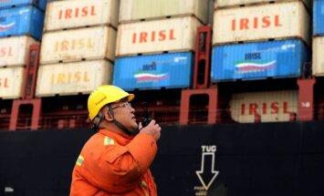 Stājas spēkā ASV tarifi Ķīnas precēm; Pekina draud ar pretpasākumiem