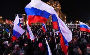 Krievijas prezidenta vēlēšanās uzvarējis Putins, liecina vēlētāju aptaujas