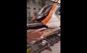 Barselonas stacijā avarē vilciens; vismaz 20 ievainotie