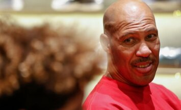 'Lakers' vadība mutīgajam Lonzo Bola tēvam iesaka 'piebremzēt' ar trenera kritiku
