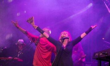 Foto: 'Fono Cēsis' otrajā dienā dārd 'Pērkons' un ballīte griežas līdz rītam