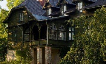 Zaļā māja Cesvainē: viena no skaistākajām koka celtnēm Latvijā gaida ciemiņus