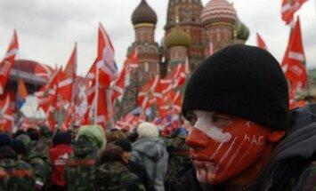 Rakstnieks Voinovičs brīdina par Krievijas sabrukuma draudiem