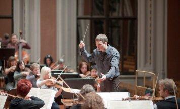 Šišons izvēlas Butānu par savu asistentu Vācu radio filharmoniskajā orķestrī