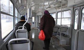 Из-за обледенения проводов в Риге могут опаздывать трамваи