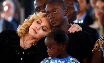 Madonna pārceļas uz Lisabonu, lai bīdītu sava dēla karjeru futbolā