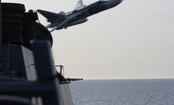 Pētnieks: Krievija ar bīstamajiem lidojumiem vēlas piespiest NATO apsvērt spēku nesūtīšanu uz Baltiju