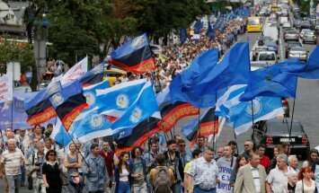 В Киеве прошел марш протеста против повышения цен на газ и услуги ЖКХ