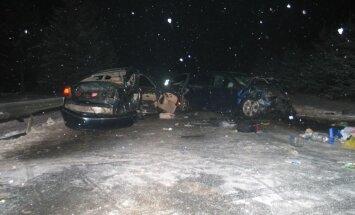 Lietuvā smagā avārijā gājuši bojā divi bērni