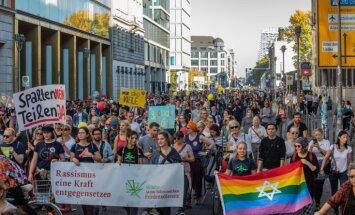 Berlīnē desmitiem tūkstošu cilvēku protestē pret rasismu
