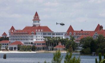 Aligatora Disneja viesnīcas ezerā Orlando ierautais mazulis atrasts miris