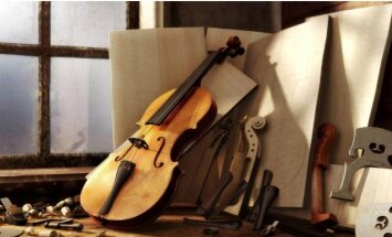 Baiba Skride Čaikovska Vijolkoncertu atskaņos uz Stradivāri vijoles