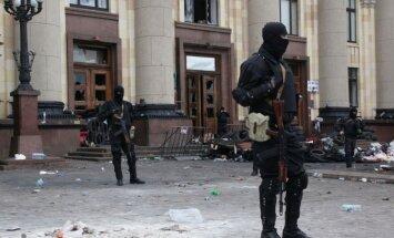 Drošībnieki bloķējuši ieņemtās ēkas Doņeckā un Luhanskā; brīdina, ka atklās uguni
