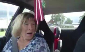 Video: Cēsnieks āzē mammu, ātri vizinot ar turbopūtes 'Subaru'