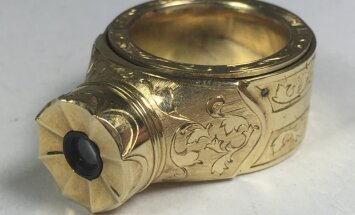 Aukstā kara spiegu atribūts: VDK filmu kamera 14 karātu zelta gredzenā