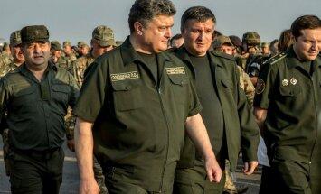 Porošenko paraksta likumu par sankcijām pret Krieviju