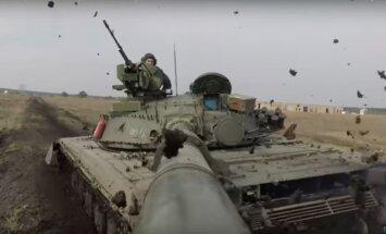 Dinamiski kadri: Pēc atjaunošanas pārbauda Ukrainas T-64 tanku