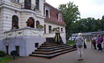 Sventes muižā ceļotājus ekskursijā pavadīs galma dāma