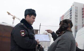 Maskavā blogeris uzfilmējis koruptīvo sistēmu autoinspekcijā un uzslavē kārtību Latvijā