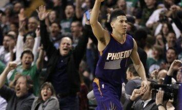 Talantīgais 'Suns' basketbolists Būkers vienā mačā gūst 70 punktus