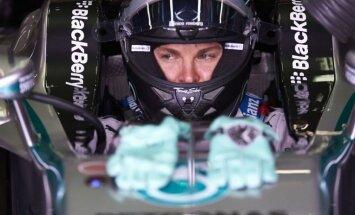Rosbergs apsteidz Hamiltonu F-1 sezonas noslēdzošajā brīvajā treniņā