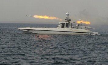 Irāna aizturējusi divus ASV patruļkuģus un jūrniekus