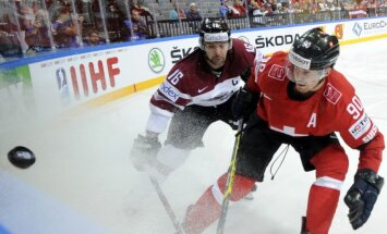 Latvijas hokejisti priekšpēdējā pārbaudes spēlē pirms PČ tiekas ar Šveici