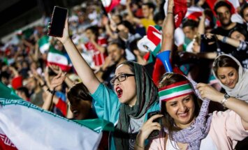 Футбольная революция в Иране: женщин впервые в XXI веке пустили на стадион