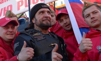 Хирург пообещал доставить флаг Победы в Берлин