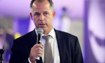 Миллионер на госслужбе: зарплата руководителя airBaltic превысила миллион евро
