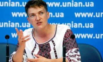 Nadija Savčenko ieradusies Maskavā uz divu ukraiņu tiesu