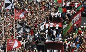 ФОТО, ВИДЕО: Лиссабон встретил триумфаторов Евро-2016