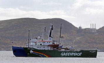Krievija atceļ apsūdzības pirātismā 'Greenpeace' aktīvistiem – tiesās par huligānismu