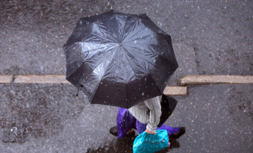 Svētdiena solās būt lietaina; iespējams slapjš sniegs