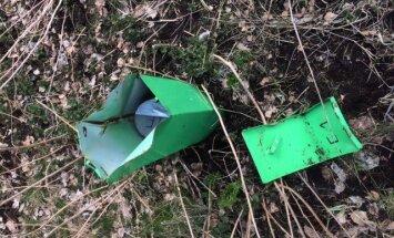 Nezināmas personas sabojājušas gruntsūdeņu monitoringa urbumus īpašumā Olainē