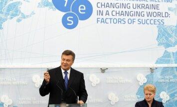 Janukovičs pārdevis Ukrainas likteni un nākotni, uzskata opozīcija