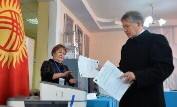 Kirgizstānā referendumā atbalsta premjera varas palielināšanu