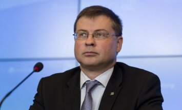 Latvijā tautsaimniecības kreditēšana ir kūtra, atzīmē Valdis Dombrovskis