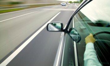 Atļauts noskaidrot un sodīt ātrumpārkāpējus ārzemēs. Ko tas nozīmē Latvijas ceļotājiem?