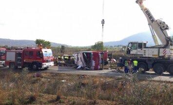 Spānijā avarējis 'Erasmus' studentu autobuss; vismaz 13 bojāgājušo