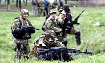 Austrumukrainā tāpat kā Krimā redzam vīrus Krievijas uniformās un bruņojumā, norāda Rasmusens