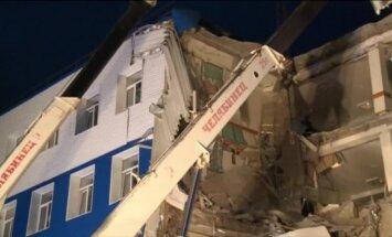 Video: Sibīrijā sagruvusī karavīru kazarmu ēka