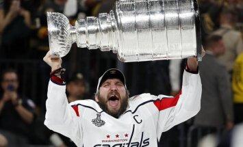 """""""Вашингтон"""" впервые выиграл Кубок Стэнли, Овечкин стал первым российским капитаном-чемпионом НХЛ"""