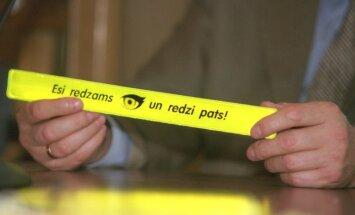 Reidā četri gājēji izpelnās administratīvo sodu par atstarotāju nelietošanu